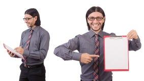 Ο νέος επιχειρηματίας με το έγγραφο που απομονώνεται στο λευκό Στοκ φωτογραφία με δικαίωμα ελεύθερης χρήσης
