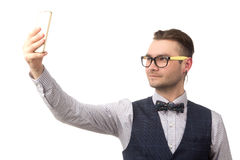 Ο νέος ελκυστικός τύπος κάνει selfie στοκ εικόνα