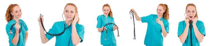 Ο νέος ιατρικός εκπαιδευόμενος με το στηθοσκόπιο που απομονώνεται στο λευκό Στοκ Εικόνες