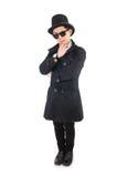 Ο νέος ιδιωτικός αστυνομικός στο μαύρο παλτό που απομονώνεται επάνω Στοκ εικόνα με δικαίωμα ελεύθερης χρήσης
