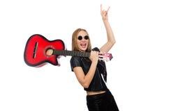 Ο νέος κιθαρίστας γυναικών που απομονώνεται στο λευκό Στοκ Φωτογραφίες