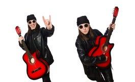 Ο νέος κιθαρίστας που απομονώνεται στο λευκό στοκ εικόνες