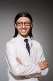 Ο νέος παθολόγος ενάντια σε γκρίζο Στοκ Φωτογραφία
