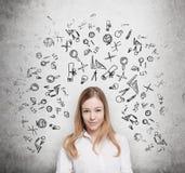 Ο νέος σπουδαστής σκέφτεται για την εκπαίδευση στη Οικονομική Σχολή Συρμένα επιχειρησιακά εικονίδια πέρα από το συμπαγή τοίχο Στοκ Εικόνες