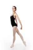 Ο νέος χορευτής μπαλέτου σε κομψό θέτει στοκ εικόνες
