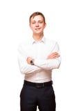 Ο νέος όμορφος επιχειρηματίας στο άσπρο πουκάμισο στέκεται κατ' ευθείαν και διασχίζει τα χέρια του, πορτρέτο που απομονώνεται στο Στοκ φωτογραφίες με δικαίωμα ελεύθερης χρήσης