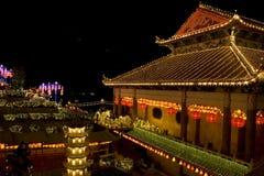 Ο ναός άναψε επάνω για το κινεζικό νέο έτος Στοκ Φωτογραφίες