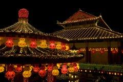 Ο ναός άναψε επάνω για το κινεζικό νέο έτος Στοκ Εικόνα