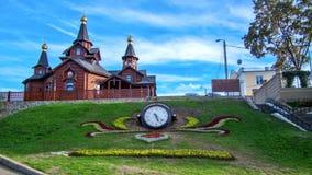 Ο ναός προς τιμή το εικονίδιο της μητέρας της χαράς και της παρηγοριάς ` Θεών ` και του ρολογιού timelapse hyperlapse σε Kharkov απόθεμα βίντεο