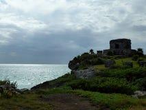 Ο ναός πυραμίδων της Maya καταστρέφει Tulum με την παραλία και τη θάλασσα Yucatan, Μεξικό Στοκ φωτογραφία με δικαίωμα ελεύθερης χρήσης