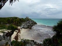 Ο ναός πυραμίδων της Maya καταστρέφει Tulum με την παραλία και τη θάλασσα Yucatan, Μεξικό Στοκ Φωτογραφία