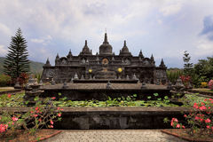 Ο ναός στο μοναστήρι Brahmavihara Arama, νησί του Μπαλί (Ινδονησία) Στοκ Φωτογραφίες
