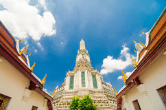 Ο ναός της Dawn Wat Arun και ενός όμορφου μπλε ουρανού Στοκ φωτογραφίες με δικαίωμα ελεύθερης χρήσης