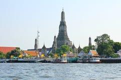 Ο ναός της Dawn, Wat Arun, στον ποταμό Chao Phraya Στοκ φωτογραφία με δικαίωμα ελεύθερης χρήσης