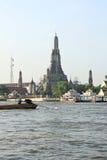 Ο ναός της Dawn, Wat Arun, στον ποταμό Chao Phraya Στοκ Φωτογραφία