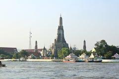 Ο ναός της Dawn, Wat Arun, στον ποταμό Chao Phraya Στοκ φωτογραφίες με δικαίωμα ελεύθερης χρήσης