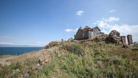 Ο ναός Airavank, που βρίσκεται στις ακτές της όμορφης λίμνης Στοκ φωτογραφία με δικαίωμα ελεύθερης χρήσης