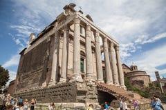 Ο ναός Antoninus και Faustina στο ρωμαϊκό φόρουμ, Ρώμη Στοκ φωτογραφία με δικαίωμα ελεύθερης χρήσης