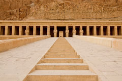Ο ναός Hatshepsut κοντά σε Luxor στην Αίγυπτο Στοκ εικόνα με δικαίωμα ελεύθερης χρήσης