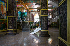 Ο ναός kandy-Vihara Η εσωτερική αίθουσα με τις στήλες και τα σκαλοπάτια Στοκ Εικόνες