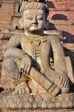 Φύλακας μπροστά από το ναό Nyatapola στοκ εικόνες με δικαίωμα ελεύθερης χρήσης