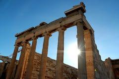 Ο ναός Parthenon στην ακρόπολη της Αθήνας με τα φω'τα πηγαίνει κατευθείαν, Ελλάδα Στοκ εικόνα με δικαίωμα ελεύθερης χρήσης