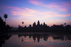 Ο ναός Wat Angkor στην ανατολή σε Siem συγκεντρώνει, Καμπότζη Στοκ φωτογραφίες με δικαίωμα ελεύθερης χρήσης