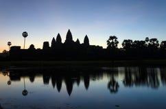 Ο ναός Wat Angkor στην ανατολή σε Siem συγκεντρώνει Στοκ φωτογραφία με δικαίωμα ελεύθερης χρήσης