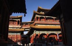 Ο ναός Yonghegong λάμα στο Πεκίνο, Κίνα ίδρυσε το 1694 Το περίπτερο των ευτυχιών δέκα χιλιάδων Ζωηρόχρωμος και επιμελημένος Δεκέμ στοκ εικόνες