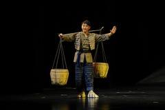 Ο νεαρός άνδρας είχε την όπερα Jiangxi δύναμης ένας στατήρας Στοκ φωτογραφία με δικαίωμα ελεύθερης χρήσης