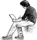 Ο νεαρός άνδρας κάνει τα σκίτσα Στοκ φωτογραφίες με δικαίωμα ελεύθερης χρήσης
