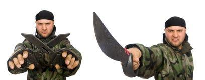 Ο νεαρός άνδρας στρατιωτών μαχαίρι εκμετάλλευσης που απομονώνεται στο ομοιόμορφο στο λευκό Στοκ φωτογραφίες με δικαίωμα ελεύθερης χρήσης