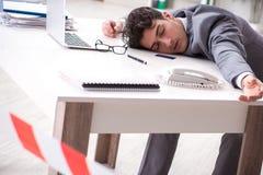 Ο νεκρός επιχειρηματίας σε αυτό το γραφείο στοκ φωτογραφίες