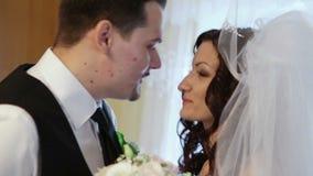 Ο νεόνυμφος βλέπει τη νύφη πρώτα φιλμ μικρού μήκους
