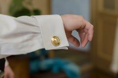 Ο νεόνυμφος στη νύφη πηγαίνει Στοκ Φωτογραφίες