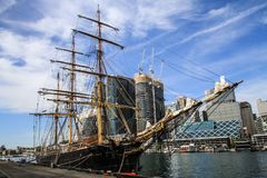 Ο νότιος Κύκνος μια λαμπρή ημέρα, λιμάνι Σίδνεϊ, Νότια Νέα Ουαλία, Αυστραλία του Σίδνεϊ στοκ εικόνες