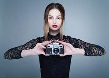 Ο ξανθός φωτογράφος Στοκ φωτογραφίες με δικαίωμα ελεύθερης χρήσης
