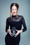 Ο ξανθός φωτογράφος Στοκ εικόνα με δικαίωμα ελεύθερης χρήσης