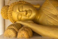 Ο ξαπλώνοντας Βούδας στο ταϊλανδικό tample Στοκ φωτογραφία με δικαίωμα ελεύθερης χρήσης