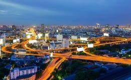 Οδοί ταχείας κυκλοφορίας της Μπανγκόκ στο χρόνο λυκόφατος Στοκ Φωτογραφία