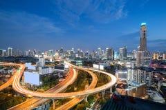 Οδοί ταχείας κυκλοφορίας της Μπανγκόκ στο χρόνο λυκόφατος Στοκ Εικόνες