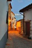 Οδοί της παλαιάς πόλης Ares στην Ισπανία.  Χρόνος βραδιού. Στοκ Εικόνες