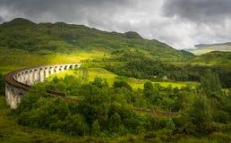 Οδογέφυρα Glenfinnan άνωθεν τη νεφελώδη ημέρα Στοκ Εικόνες