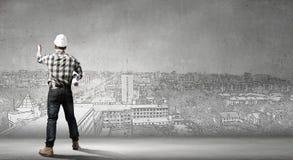 Ο οικοδόμος έχει μια ιδέα Στοκ φωτογραφία με δικαίωμα ελεύθερης χρήσης