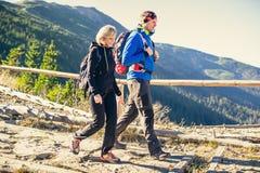οδοιπορία βουνών Στοκ Εικόνες