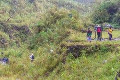 Οδοιπορία λιμνών κρατήρων Pinatubo βουνών Στοκ εικόνες με δικαίωμα ελεύθερης χρήσης