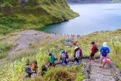 Οδοιπορία λιμνών κρατήρων Pinatubo βουνών Στοκ Φωτογραφία