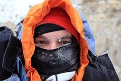 Οδοιπορία οδοιπόρων στα βουνά στοκ φωτογραφίες