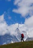 Οδοιπορία. Όμορφο τοπίο βουνών στο υπόβαθρο στοκ εικόνες