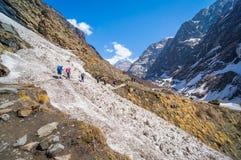 Οδοιπορικό Trekkers προς στο στρατόπεδο βάσεων Annapurna, Pokhara, Νεπάλ Στοκ εικόνα με δικαίωμα ελεύθερης χρήσης